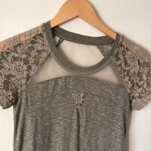 Grey t-shirt with sheer pattern sleeves